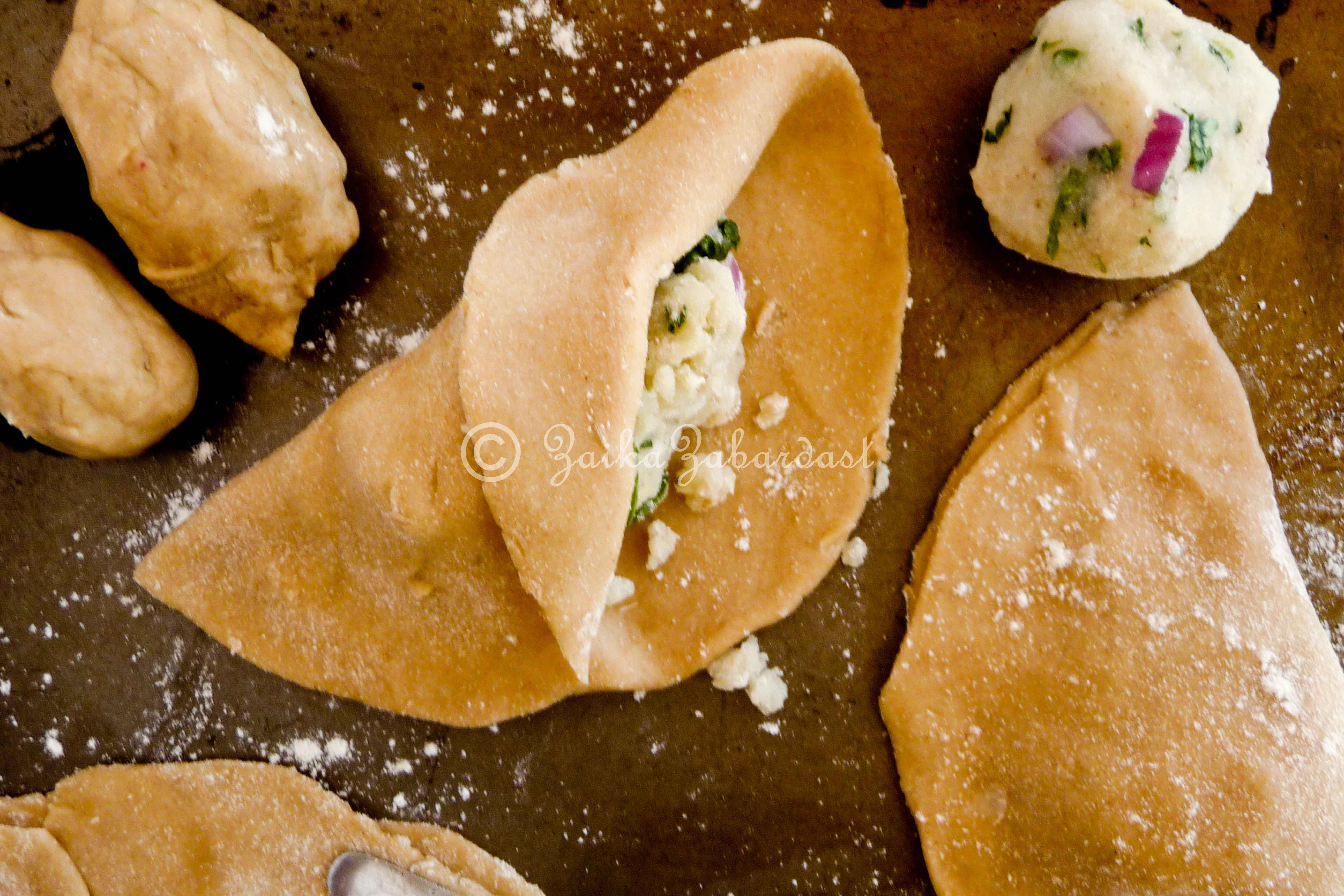 Aloo Paratha aka Potato stuffed Indian flat bread – Every Indian's ...